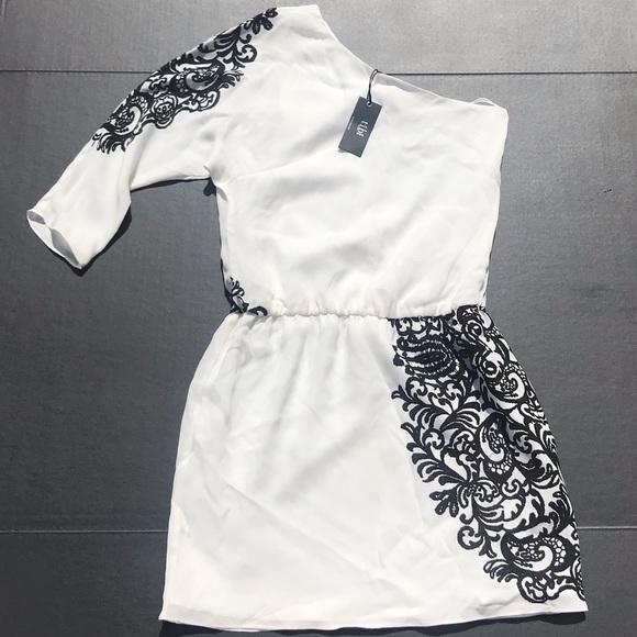 Tibi Dresses & Skirts - NWT Tibi One Shoulder Sleeve White/Black Dress